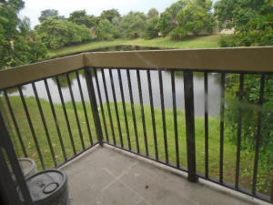共管式独立产权公寓 为 出租 在 4201 Lakeside Drive 塔马拉克, 佛罗里达州 33319 美国