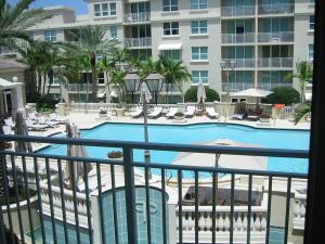 共管式独立产权公寓 为 出租 在 99 SE Mizner Boulevard 99 SE Mizner Boulevard 博卡拉顿, 佛罗里达州 33432 美国