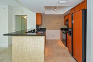 Additional photo for property listing at 99 SE Mizner Boulevard 99 SE Mizner Boulevard Boca Raton, Florida 33432 Vereinigte Staaten