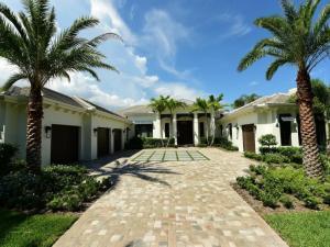 独户住宅 为 销售 在 370 W Riverside Drive 德贵斯塔, 佛罗里达州 33469 美国