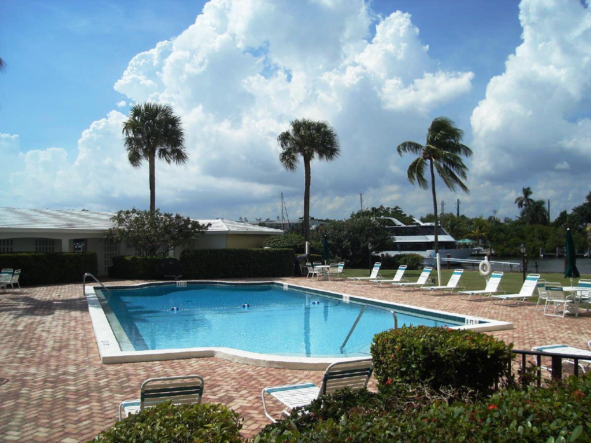 86 Macfarlane Drive 1-J Delray Beach, FL 33483 photo 25