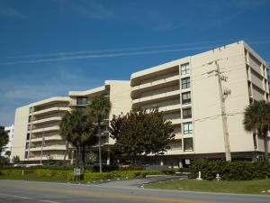 Additional photo for property listing at 3610 S. Ocean Blvd. 3610 S. Ocean Blvd. South Palm Beach, Florida 33480 États-Unis