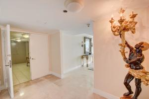 Additional photo for property listing at 250 S Ocean Boulevard 250 S Ocean Boulevard Boca Raton, Florida 33432 United States