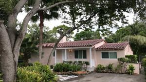 Maison avec plusieurs logements pour l Vente à 1002 NE 116th Street Biscayne Park, Florida 33161 États-Unis