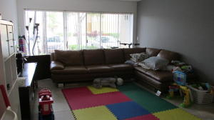 Additional photo for property listing at 9055 Wiles Road 9055 Wiles Road Coral Springs, Florida 33067 Vereinigte Staaten