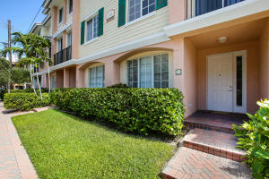 联栋屋 为 出租 在 PINEAPPLE GROVE VILL, 245 NE 2nd Street 245 NE 2nd Street 德尔雷比奇海滩, 佛罗里达州 33444 美国