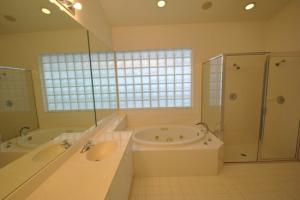 Additional photo for property listing at 7606 Doubleton Drive 7606 Doubleton Drive 德尔雷比奇海滩, 佛罗里达州 33446 美国