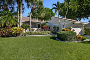 Property for sale at 17 Brentwood Drive, Boynton Beach,  FL 33436