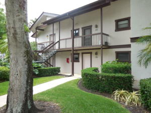Condominio por un Alquiler en Palm Beach Polo, 11863 Wimbledon Circle 11863 Wimbledon Circle Wellington, Florida 33414 Estados Unidos