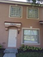 联栋屋 为 出租 在 Santa Cruz, 9850 Kamena Circle 博因顿海滩, 佛罗里达州 33436 美国