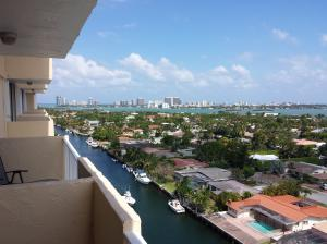 Condominio por un Alquiler en VECINO DEL MAR, 2350 NE 135th Street North Miami, Florida 33181 Estados Unidos
