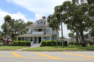 Commercial for Sale at 512 S Riverside Drive New Smyrna Beach, Florida 32168 United States
