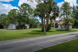 Maison unifamiliale pour l Vente à 8235 159th Court 8235 159th Court Palm Beach Gardens, Florida 33418 États-Unis