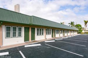 Commercial for Sale at 10825 SE Federal Highway Hobe Sound, Florida 33455 United States