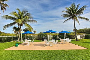 Additional photo for property listing at 125 S Ocean Avenue 125 S Ocean Avenue Palm Beach Shores, Florida 33404 United States