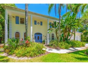 Single Family Home for Sale at 16 N Ridgeview Road Sewalls Point, Florida 34996 United States
