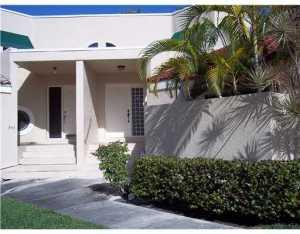 Residência urbana para Locação às DEER POINTE, 341 NW 36 Avenue 341 NW 36 Avenue Deerfield Beach, Florida 33442 Estados Unidos