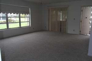 Additional photo for property listing at 1155 S Drive Circle 1155 S Drive Circle 德尔雷比奇海滩, 佛罗里达州 33445 美国