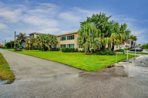 Additional photo for property listing at 2561 S Ocean Boulevard 2561 S Ocean Boulevard Boca Raton, Florida 33432 Estados Unidos