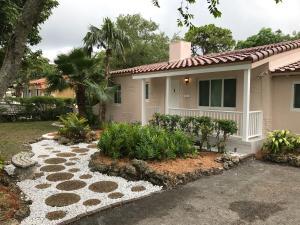 Maison unifamiliale pour l Vente à 1002 NE 116th Street 1002 NE 116th Street Biscayne Park, Florida 33161 États-Unis