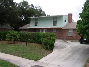 Casa para uma família para Locação às 814 Poplar Drive Lake Park, Florida 33403 Estados Unidos