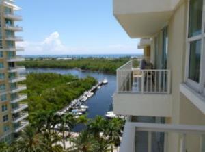 共管式独立产权公寓 为 出租 在 625 Casa Loma Boulevard 博因顿海滩, 佛罗里达州 33435 美国