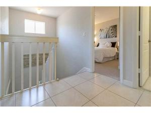 Additional photo for property listing at 130 Jacaranda Country Club Drive 130 Jacaranda Country Club Drive Plantation, Florida 33324 United States