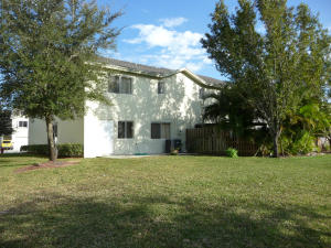 Additional photo for property listing at 70 Fairway Lane 70 Fairway Lane Royal Palm Beach, Florida 33411 Estados Unidos