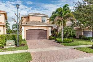 واحد منزل الأسرة للـ Sale في 8315 Emerald Winds Circle Boynton Beach, Florida 33473 United States