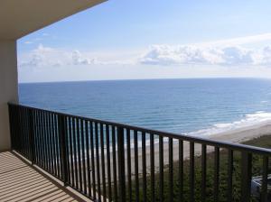 Condominio por un Alquiler en 10044 S Ocean Drive Jensen Beach, Florida 34957 Estados Unidos