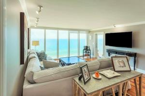 شقة بعمارة للـ Rent في Three Thousand South, 3000 S Ocean Boulevard 3000 S Ocean Boulevard Boca Raton, Florida 33432 United States