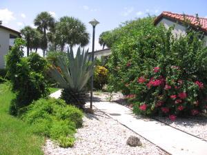 8208  Casa Del Lago #23-b Boca Raton, FL 33433