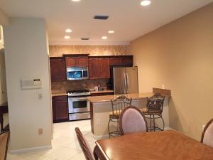 Additional photo for property listing at 8201 Sandpiper Way 8201 Sandpiper Way West Palm Beach, Florida 33412 United States
