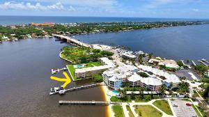 Appartement en copropriété pour l Vente à 311 E Ocean Avenue 311 E Ocean Avenue Lantana, Florida 33462 États-Unis