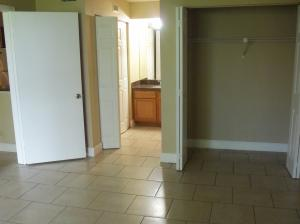 Additional photo for property listing at 821 Lyons Road 821 Lyons Road Coconut Creek, Florida 33063 États-Unis