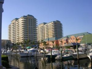 共管式独立产权公寓 为 出租 在 700 E Boynton Beach 博因顿海滩, 佛罗里达州 33435 美国