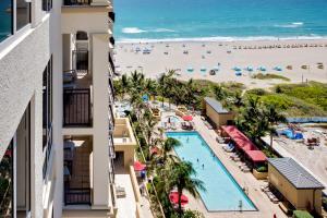 Casa Unifamiliar por un Venta en 3800 N Ocean Drive 3800 N Ocean Drive Riviera Beach, Florida 33404 Estados Unidos