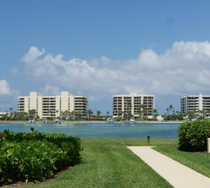 Condominio por un Venta en 19800 Sandpointe Bay Drive 19800 Sandpointe Bay Drive Tequesta, Florida 33469 Estados Unidos