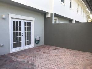 Additional photo for property listing at 1068 NW 18th Avenue 1068 NW 18th Avenue Boca Raton, Florida 33486 États-Unis