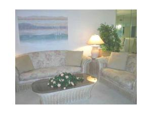 Additional photo for property listing at 4715 E Lucerne Lakes Boulevard 4715 E Lucerne Lakes Boulevard Lake Worth, Florida 33467 United States