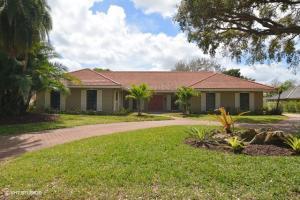 واحد منزل الأسرة للـ Sale في 5290 SE Burning Tree Circle 5290 SE Burning Tree Circle Stuart, Florida 34997 United States