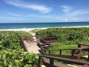 Additional photo for property listing at 2871 N Ocean Boulevard 2871 N Ocean Boulevard Boca Raton, Florida 33431 United States