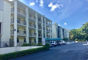 شقة بعمارة للـ Rent في 501 SW 11th Place 501 SW 11th Place Boca Raton, Florida 33432 United States