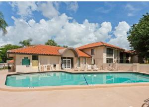 Additional photo for property listing at 400 Club Circle 400 Club Circle Boca Raton, Florida 33487 United States