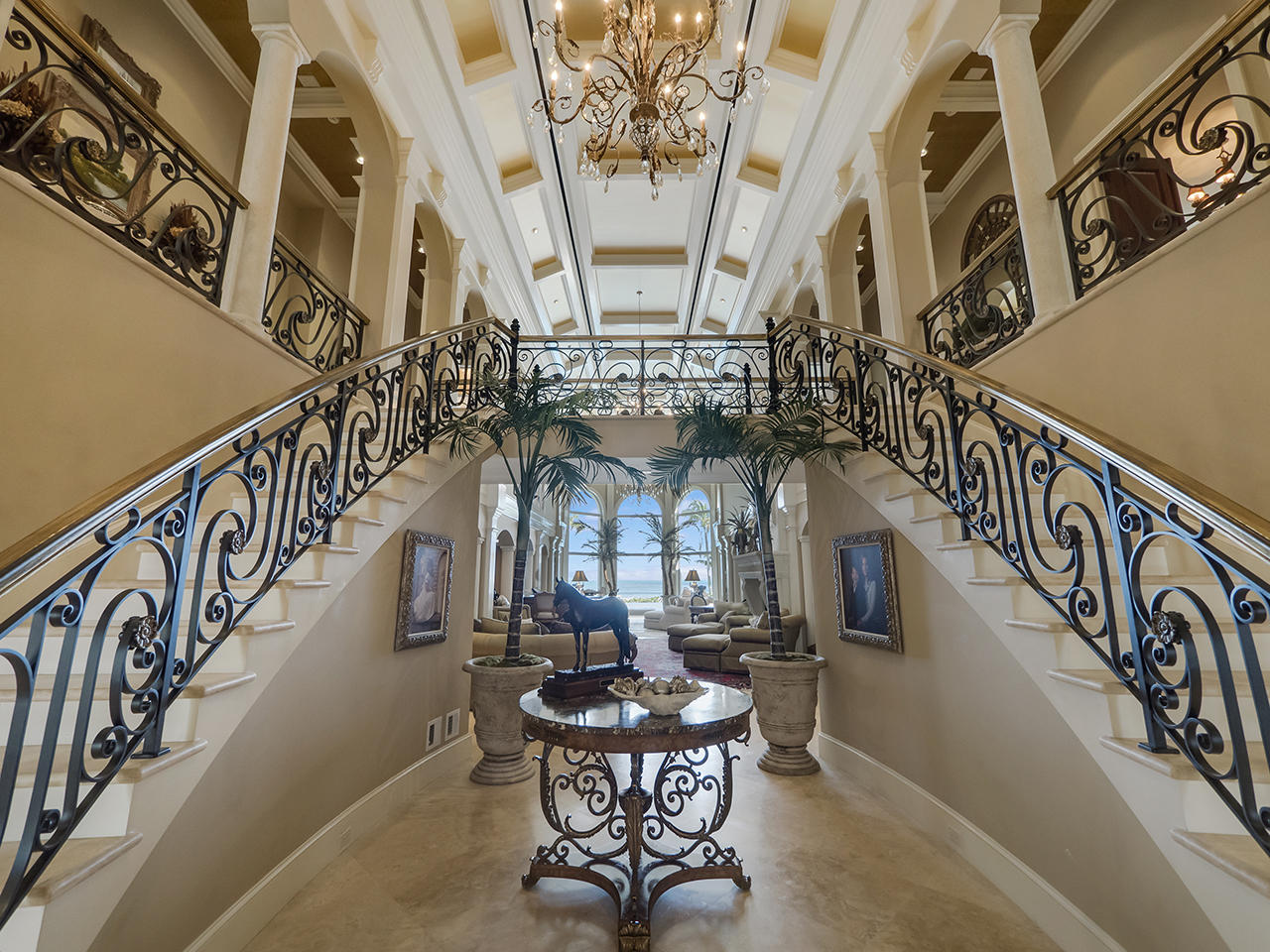 Entry/Grand Staircase