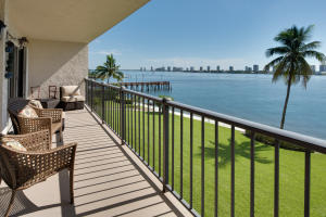 Property for sale at 3040 Lake Shore Drive Unit: 303, Riviera Beach,  Florida 33404
