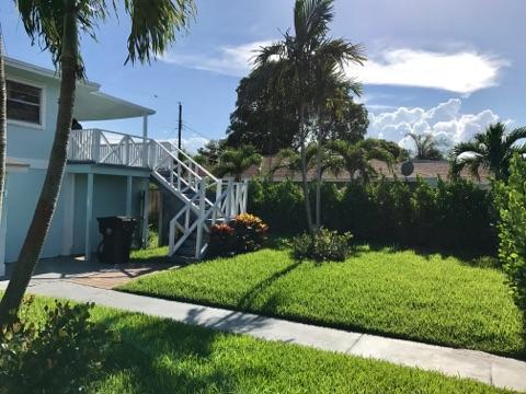812 W Lakewood Road West Palm Beach, FL 33405 photo 3