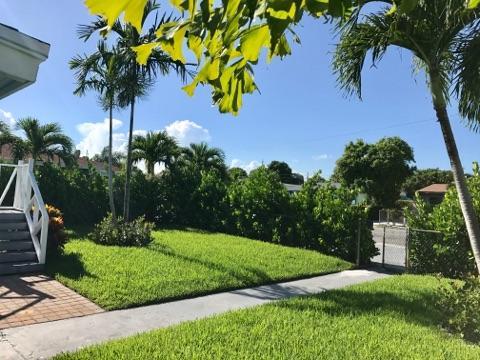 812 W Lakewood Road West Palm Beach, FL 33405 photo 11
