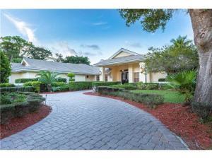 Maison unifamiliale pour l Vente à 8033 NW 47th Drive Coral Springs, Florida 33067 États-Unis