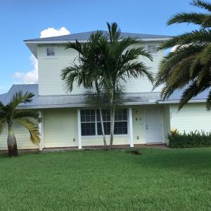 Maison unifamiliale pour l à louer à 648 SW Hidden River Avenue 648 SW Hidden River Avenue Palm City, Florida 34990 États-Unis